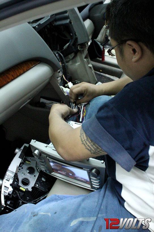 Carvox Toyota Camry OEM Head Unit & CM-CAMRY Reverse Camera