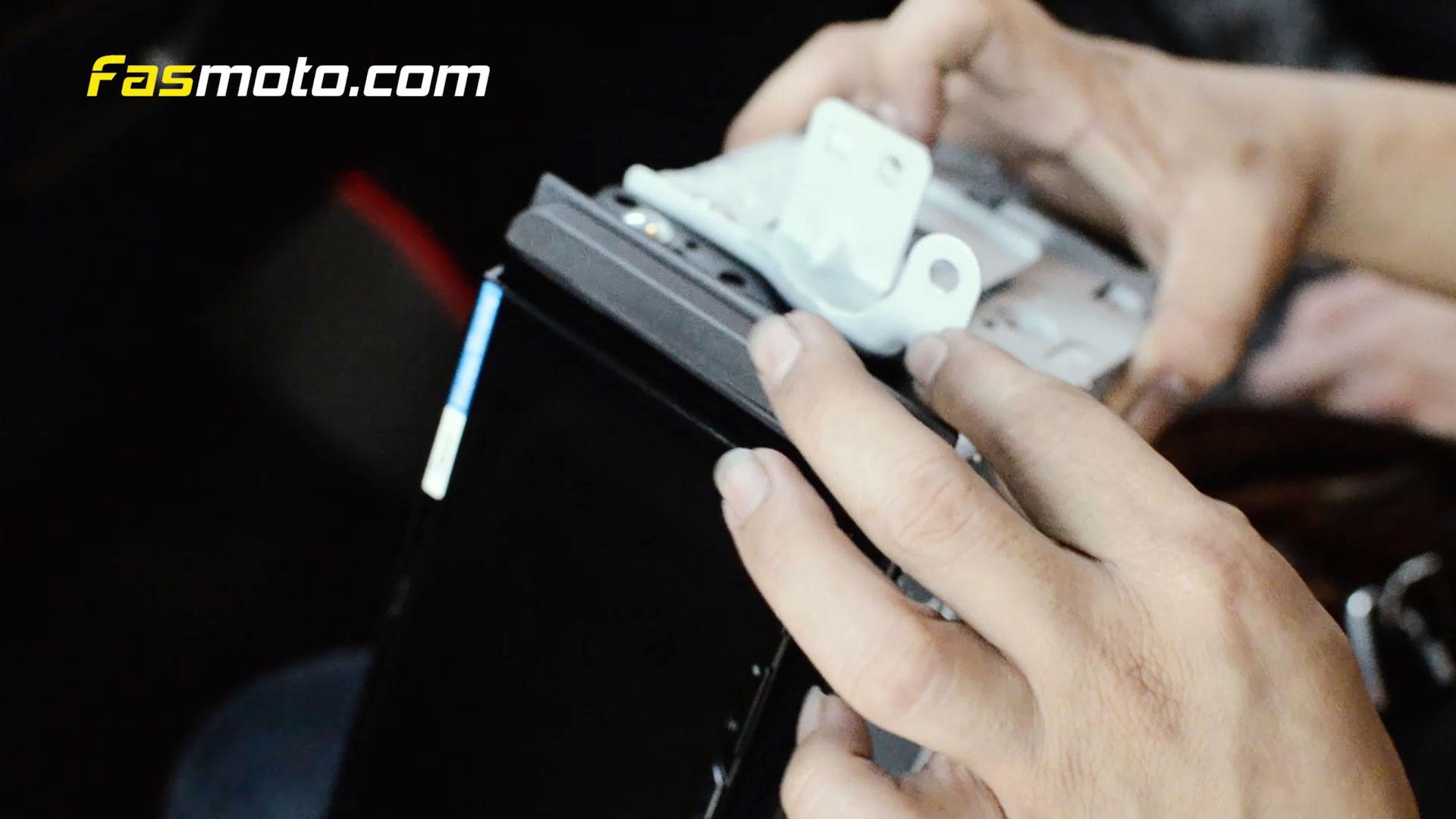 Stereo Bracket fitment