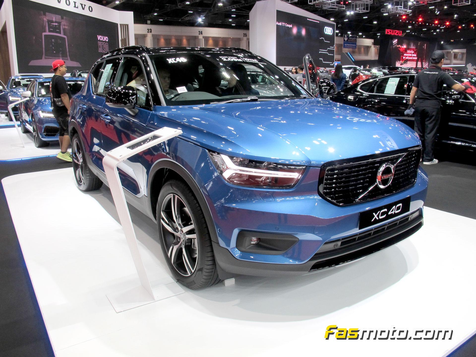 Blue Volvo XC40 Front three quarter
